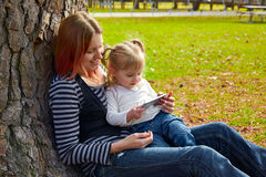 Mother and daughter playing with smartphone Royalty Free Stock Photography