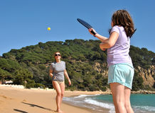 Mother and daughter playing tennis Stock Photography