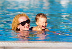 Mother and daughter in the pool Royalty Free Stock Photos
