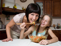 Mother and daughter prepare a salad Royalty Free Stock Photos