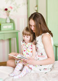 Mother with the daughter read the book Royalty Free Stock Photography