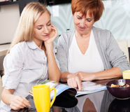 Mother and daughter read magazine at home Royalty Free Stock Photography
