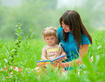 Mother and daughter reading book together Royalty Free Stock Photos