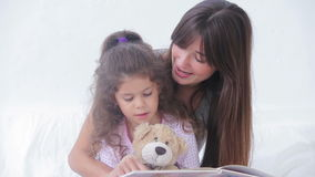 Mother and daughter reading a storybook Royalty Free Stock Photos