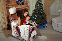 Mother and daughter in santa hat Royalty Free Stock Images