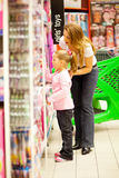 Mother daughter shopping Royalty Free Stock Photos