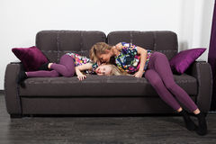 Mother and daughter on sofa Royalty Free Stock Photography