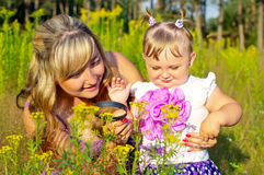Mother and daughter studying nature under a magnifying glass Royalty Free Stock Photos