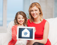 Mother and daughter with tablet pc Royalty Free Stock Photography