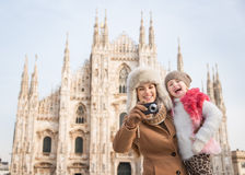 Mother and daughter taking photos in front of Duomo, Milan Royalty Free Stock Photos