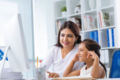Mother and daughter using computer Royalty Free Stock Photos
