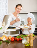 Mother and  daughter using multicooker Royalty Free Stock Photos
