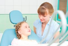 Mother and daughter visit the dentist Royalty Free Stock Photos