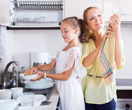 Mother and daughter washing dishes Royalty Free Stock Photos