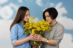 Mother and daugther with flowers Royalty Free Stock Photography