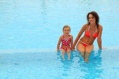Mother and daugther sitting in open pool Royalty Free Stock Photos