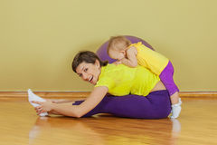 Mother do exercises with her daughter Royalty Free Stock Photography