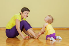 Mother do phisical exercises with her daughter Royalty Free Stock Photography