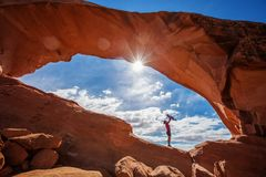 Mother with her baby son stay below Skyline arch in Arches Natio Royalty Free Stock Photos