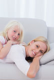 Mother with her daughter lying on couch Royalty Free Stock Photos