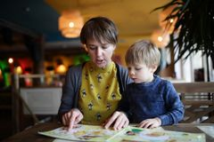 Mother with son choosing dishes Royalty Free Stock Photos