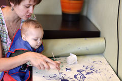 Mother with son drawing picture Royalty Free Stock Image