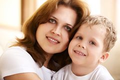 Mother hugging her little son Royalty Free Stock Photography