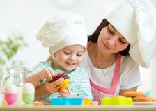 Mother and kid girl making cookies Royalty Free Stock Photos