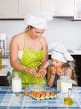 Mother and little daughter preparing omelette Stock Photography