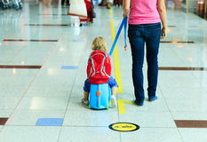 Mother and little daugther walk in the airport Royalty Free Stock Photos