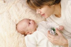Mother and newborn daughter Royalty Free Stock Images