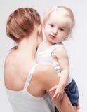 Mother och behandla som ett barn Royaltyfria Foton