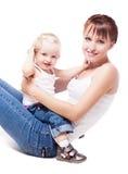 Mother och behandla som ett barn Royaltyfri Bild