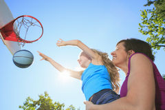 Mother play basketball with his daughter Royalty Free Stock Photos