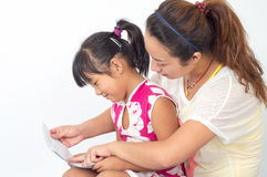 Mother read with daughter Royalty Free Stock Photos