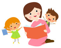 Mother reading book to her children Royalty Free Stock Photos