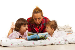 Mother reading story to kids Stock Photography