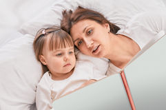 Mother Reading to daughter Royalty Free Stock Images