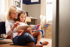 Mother reading with young daughter Royalty Free Stock Image