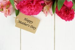 Mother's Day gift tag with flowers on white wood Stock Photography