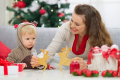 Free Mother Showing Baby Christmas Deer Shaped Cookies Royalty Free Stock Images - 26742409