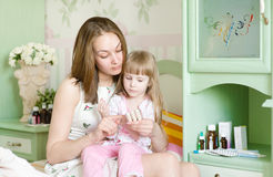 Mother and sick girl Royalty Free Stock Photos