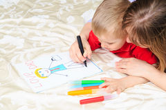 Mother and son drawing present for daddy Royalty Free Stock Images
