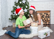 Mother and son are exchanged Christmas gifts Stock Photography