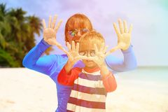 Mother and son having fun on tropical beach Royalty Free Stock Photos
