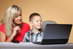 Mother with son looking on the laptop Royalty Free Stock Photos