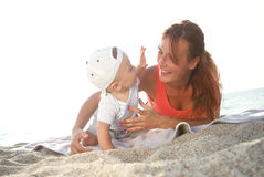 Mother and son playing on the beach Royalty Free Stock Images