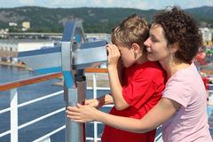 Mother and son stand and look through binoculars Royalty Free Stock Photography