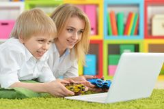 Mother and son using laptop Royalty Free Stock Images