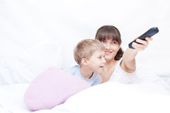 Mother and son watching TV Royalty Free Stock Photos